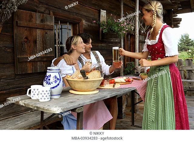 Couple, cottage, break, snack