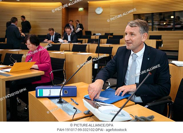 17 October 2019, Thuringia, Erfurt: Björn Höcke, head of the Thuringian AfD parliamentary group, orders his documents before the special session of the...