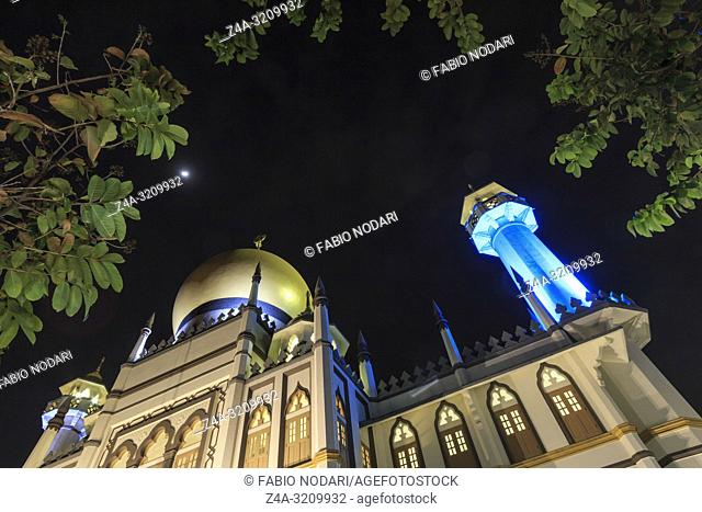 Main view of Masjid Sultan (Sultan Mosque) in Muscat Street at night - Kampong Glam. Muslim quarter, Arab quarter, is a popular tourist destination in Asia