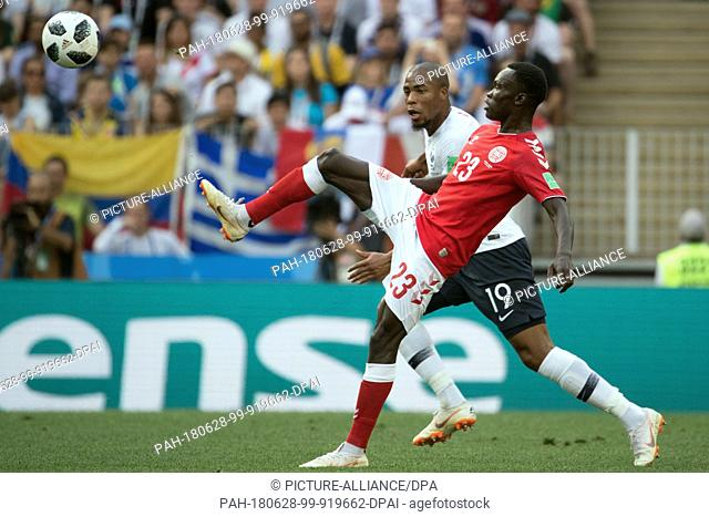 26 June 2018, Russia, Moscow, Soccer, FIFA World Cup 2018, Group C, Matchday 3 of 3 at Luzshniki Stadium: Pione Sisto (L) from Denmark and Djibril Sidibe (R)...