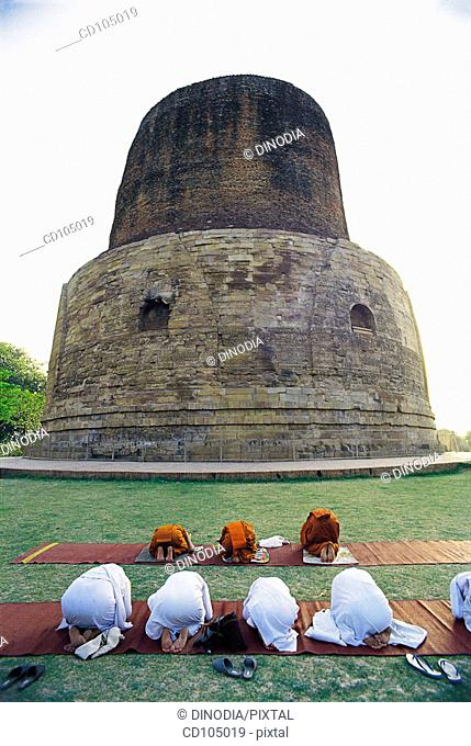 Dhamek Buddhist Stupa at Sarnath. Uttar Pradesh, India