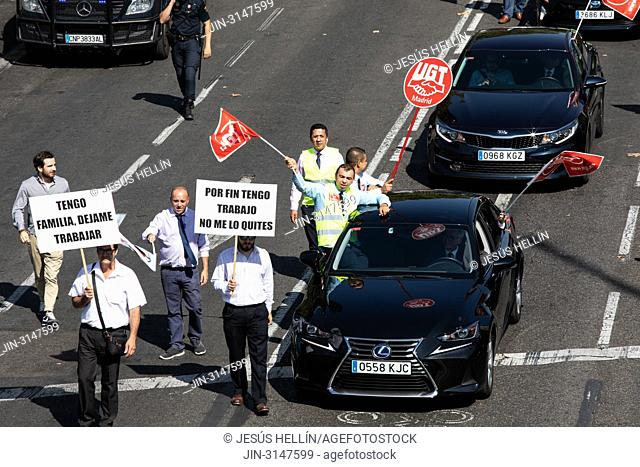 Hundreds of drivers of VTC vehicles have demonstrated on Paseo de la Castellana to demand that the government avoid reducing licenses and the consequent loss of...