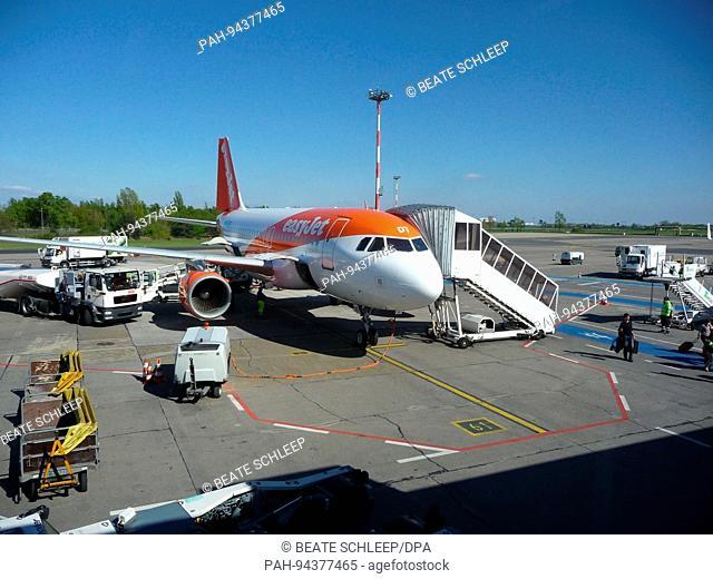 Easyjet plane at Berlin-Schonefeld Airport, pictured 30 April 2017. Photo: Beate Schleep   usage worldwide. - Schoenefeld/Brandenburg/Germany