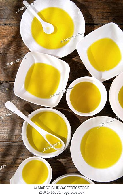 Presentation of small containers of extra virgin olive oil