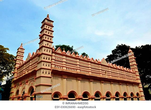This shrine built between 1827-1830 is dedicated to the memory of a holy man, Shahul Hamid of Nagore, but it contains no bodily relic of him