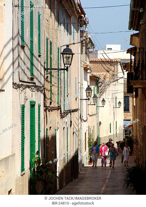 ESP, Spain, Balearic Islands, Mallorca, Aalcudia : narrow street in the old town