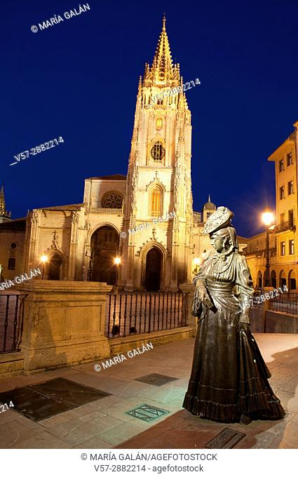 La Regenta statue and cathedral, night view. Oviedo, Spain