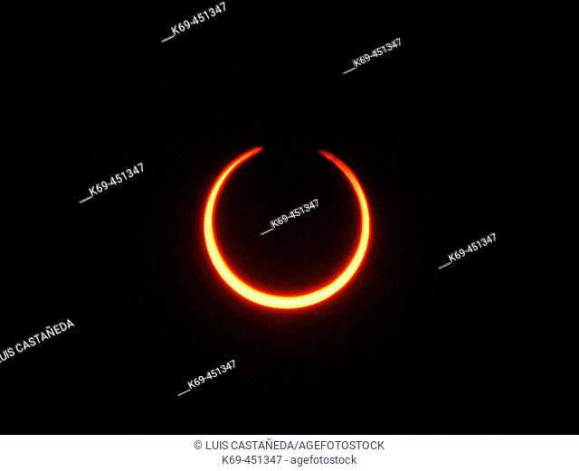 Annular solar eclipse. Madrid, Spain (October 3rd, 2005)