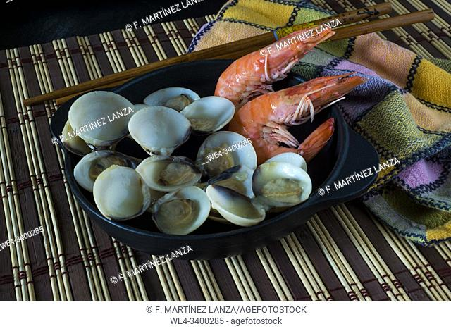 Clams and prawns cooked in a cooking pan