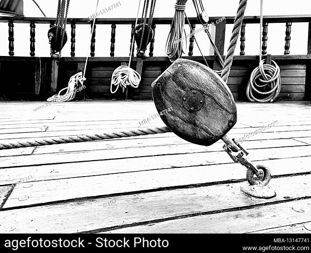 Deck block tensioned with ropes on the historic merchant ship Lisa von Lübeck