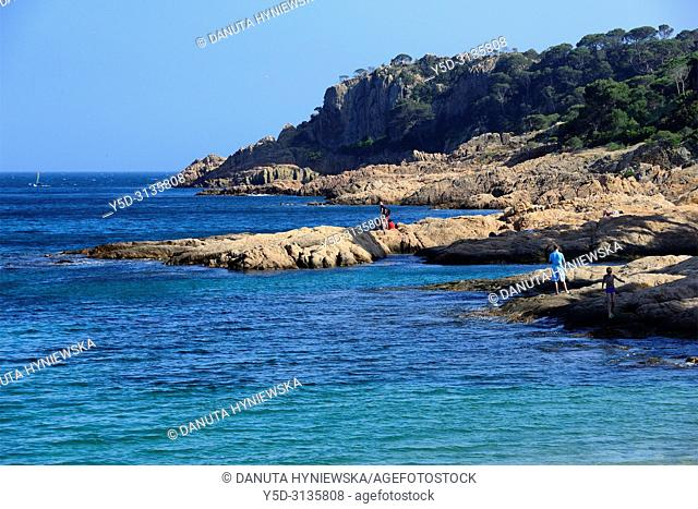 Sant Feliu de Guixols resort, rocky coastline, Costa Brava, Baix Empordà, Catalonia, Spain, Europe