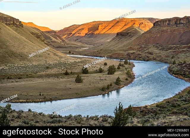 Sunrise along John Day River (upstream of 30 Mile Creek). OR. Early Spring