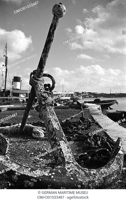 Old anchor in the port, United Kingdom, Saint George, The Caribbean, Bermuda, British overseas area, street scene . Collection Hanns Tschira