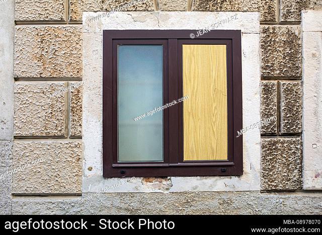 Bicolor window in Cres/Croatia