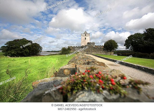 Doe Castle, or Caisleán na dTuath, at Sheephaven Bay near Creeslough, County Donegal, Ireland, Europe