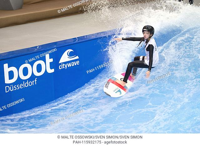 Surfer on the Citywave at the Boot 2019, Booth 2019 in Duesseldorf from 19 to 27 January 2019, 18.01.2019. | Usage worldwide