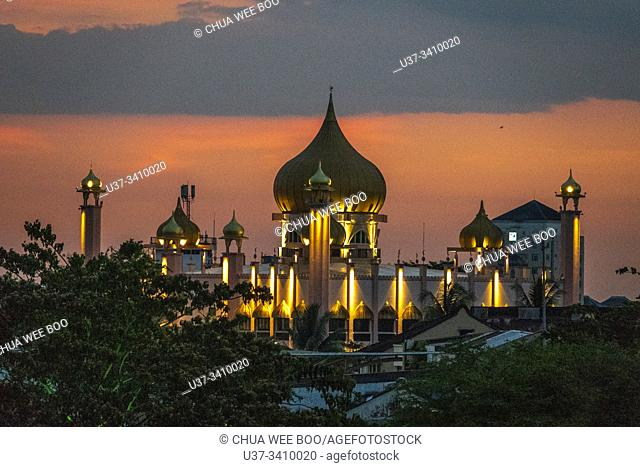 View of The Kuching Old mosque from Darul Hana bridge at dusk, Sarawak, Malaysian Borneo, Malaysia, Southeast Asia, Asia
