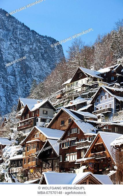 Typical old wooden houses on Lake Hallstatt, Hallstatt, Salzkammergut region, Upper Austria, Austria