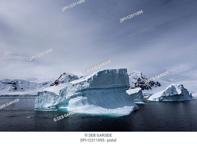 Icebergs; Antarctica