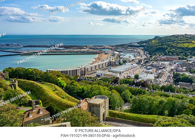 15 August 2019, England, Dover: Panoramic view from Dover Castle, which is one of the largest castles in England, to the town and the harbour