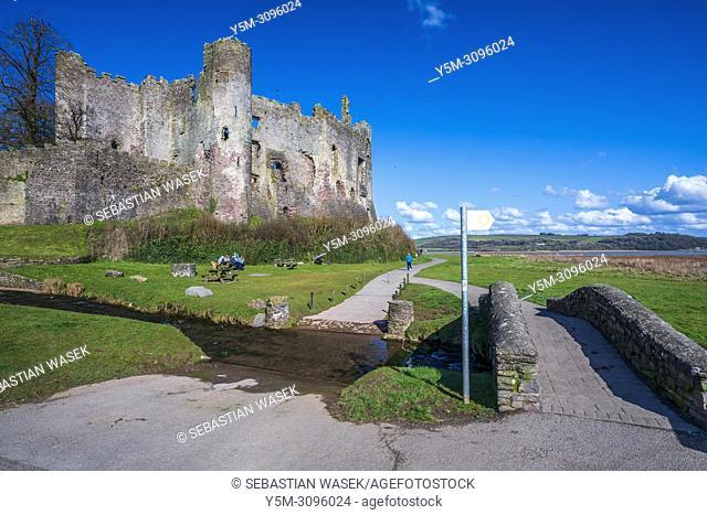 The castle and estuary River Taf at Laugharne, Carmarthenshire, Wales, United Kingdom, Europe