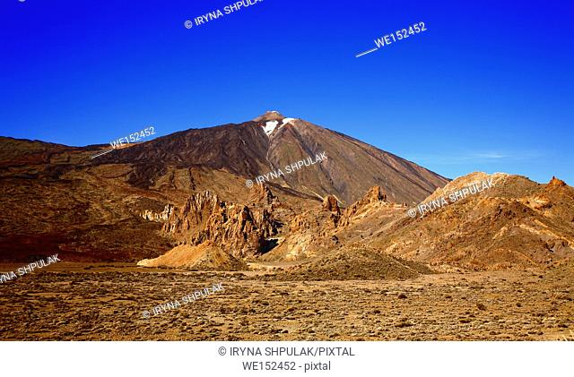 Volcano Teide with Los Roques de Garcia in the foreground, Island Tenerife, Canary Islands, Spain