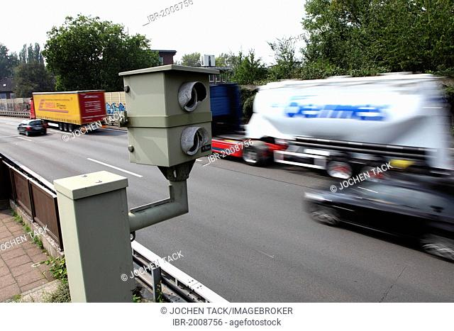 Radar controlled speed monitoring with a speed camera, on the Autobahn A40 motorway, Ruhrschnellweg, in a 100 kilometers per hour speed-limit zone, Essen
