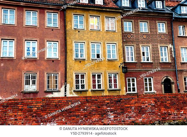 Facades of historic townhouses along Krzywe Kolo street, Old Town, Warsaw, UNESCO World Heritage, Poland, Europe
