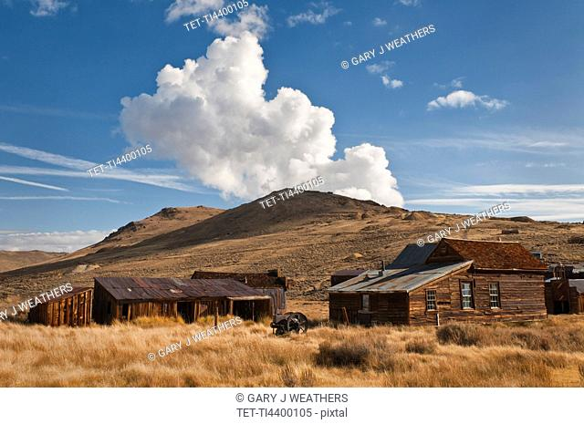 USA, California, Bodie, Old farm on plains