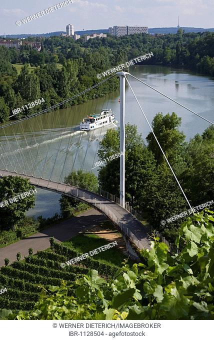 Excursion ship on the Neckar at Hofen, passenger shipping on river Neckar, Max Eyth footbridge, vineyards, viticulture, Stuttgart, Baden-Wuerttemberg, Germany