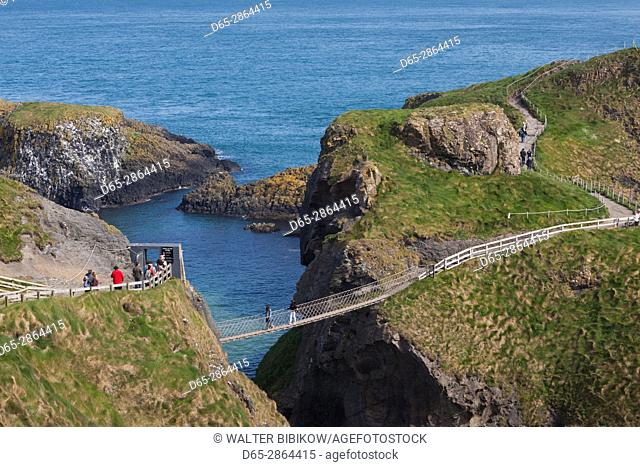 UK, Northern Ireland, County Antrim, Ballintoy, Carrick-a-Rede Rope Bridge, elevated view