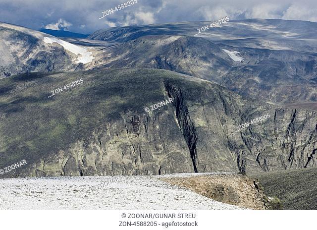Blick vom Berg Storstyggesvanatinden ueber den Dovrefjell-Sunndalsfjella Nationalpark, Oppland Fylke, Norwegen, September 2011