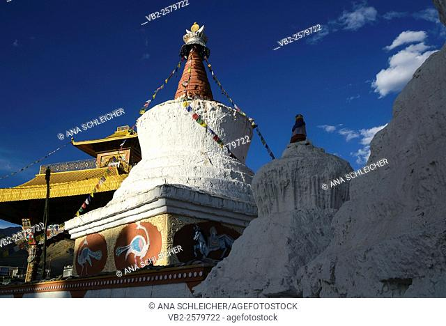 Sunset by a stupa in the outskirts of Leh