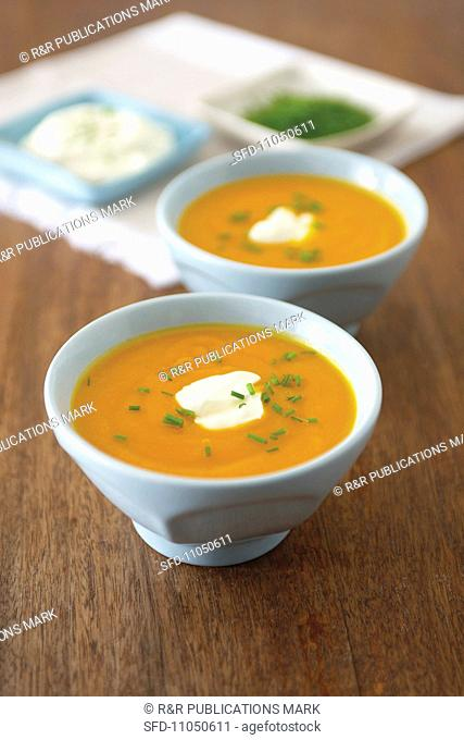 Parsnip and pumpkin soup with pears