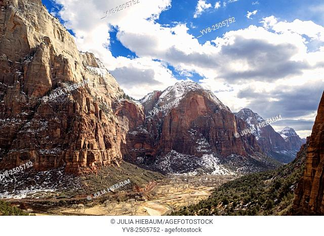 Angels landing lookout in Zion, Utah