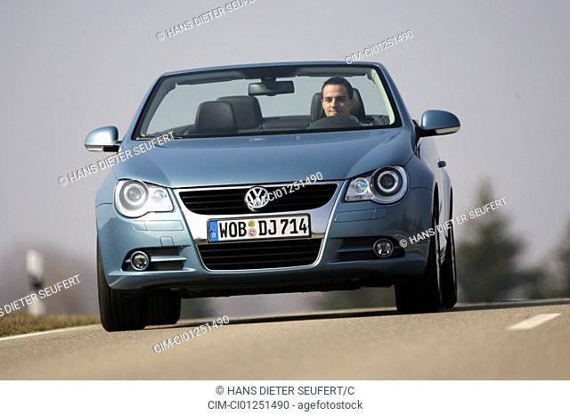 VW Volkswagen Eos 2.0 TDI, model year 2006-, hellblue moving, diagonal from the front, frontal view, country road, open top