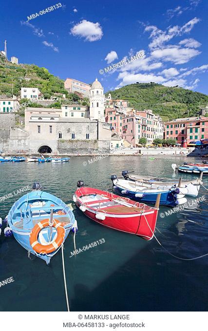 Fishing boats in the harbour, Vernazza, Cinque Terre, Rivera di Levante, province of La Spezia, Liguria, Italy