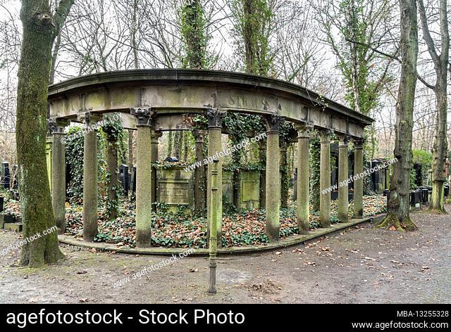 Berlin, Jewish cemetery Berlin Weissensee, corner tomb, pillars, architrave, field M4, Heinrich Strauss hereditary burial