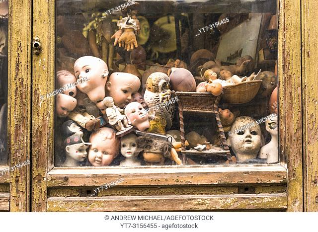 Ospedale delle Bambole (Doll Hospital). A hospital where antique dolls are given new life. Via di Ripetta near Piazza del Popolo. Rome. Italy