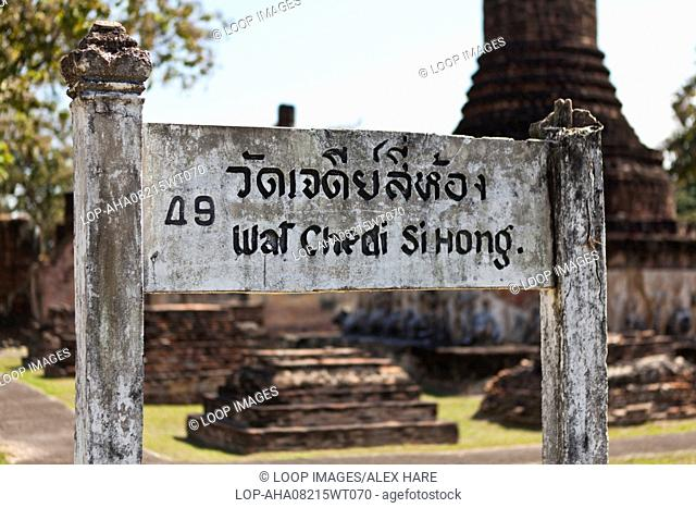 An old weather beaten sign for Wat Chedi Si Hong