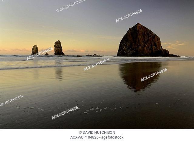 Haystack Rock, Cannon Beach, Oregon coast, USA