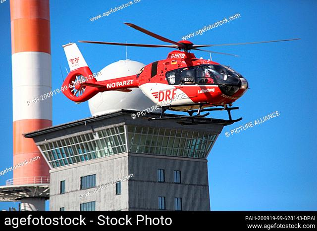 """19 September 2020, Saxony-Anhalt, Schierke: A rescue helicopter of the """"""""DRF Luftrettung"""""""" lands on the """"""""Brocken"""""""" in the Harz Mountains"""