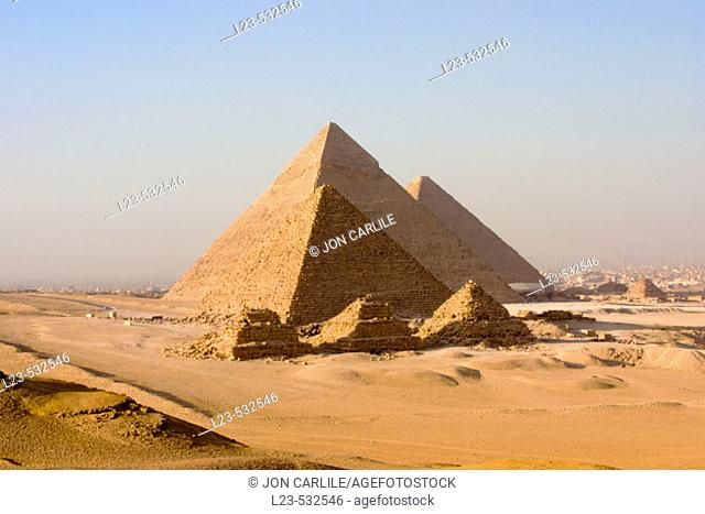 Pryamids in cairo egypt