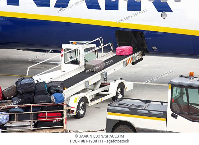 Conveyor Unloading Luggage