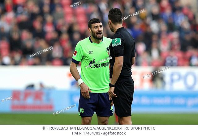 firo: 23.02.2019 Football, Football: 1. Bundesliga, Season 2018/2019 FSV FSV Mainz 05 - FC Schalke 04 3: 0 S04 Daniel Caligiuri, referee, referee, referee