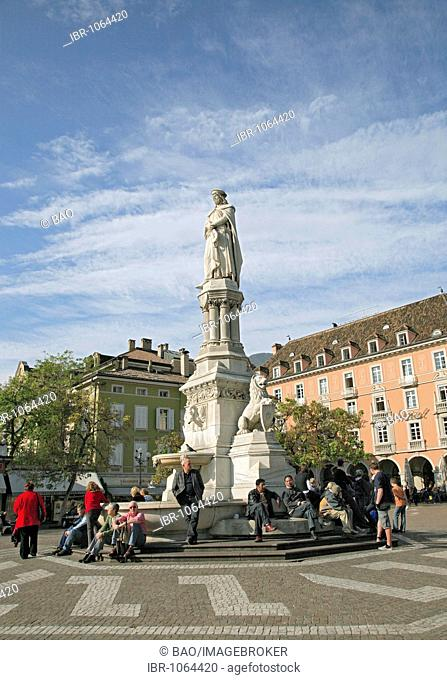 Walther Square and statue of Walther von der Vogelweide, Bolzano, Alto Adige, Italy, Europe
