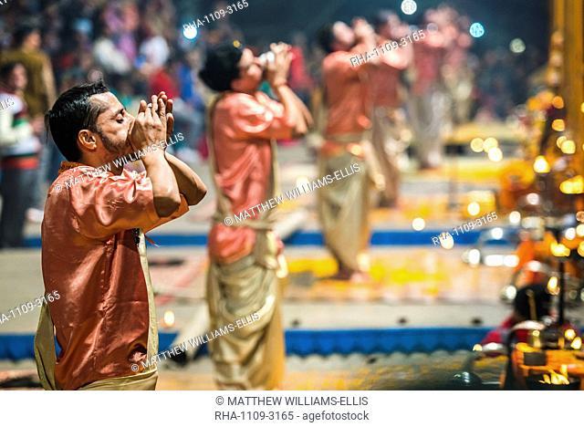 Ganga Aarti Hindu ceremony at Dasaswamedh Ghat, Varanasi, Uttar Pradesh, India, Asia
