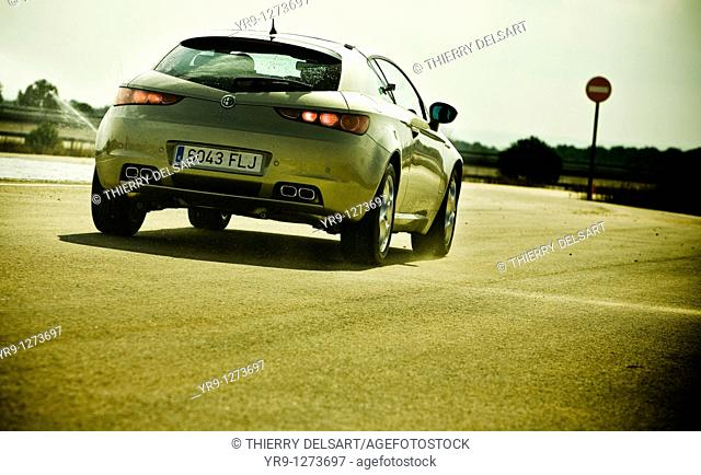 Emergency braking before entering the wrong way lane. Car: Alfa Romeo Brera