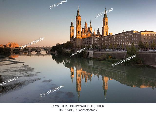 Spain, Aragon Region, Zaragoza Province, Zaragoza, Basilica de Nuestra Senora de Pilar on the Ebro River, sunset