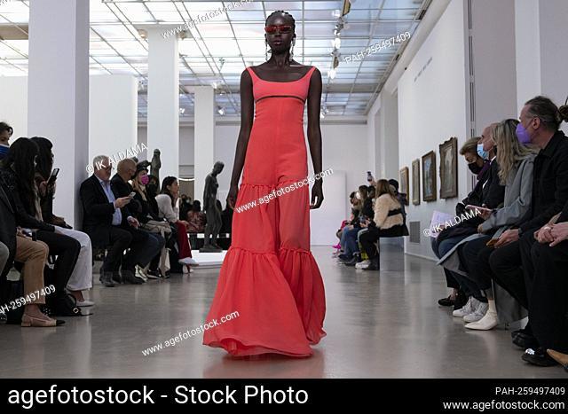 GIAMBATTISTA VALLI SS22 runway during Paris Fashion Week - Paris, France. 04/10/2021. - Paris/Frankreich